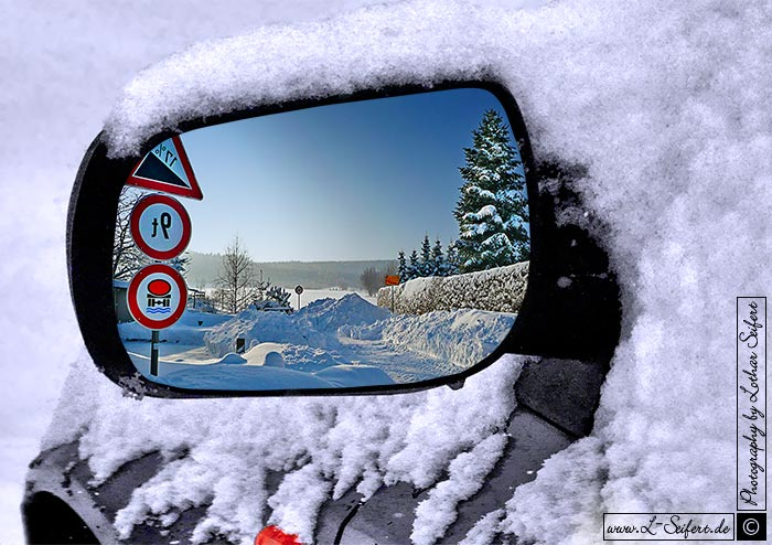 Auto in einer Schneewehe